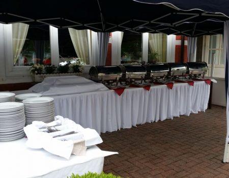 Aufbau Buffet Terrassenbereich